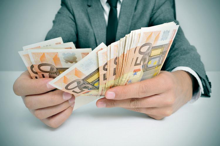 3 июня: срок представления деклараций годовых доходов для нескольких категорий населения